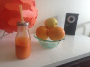 Juice på morot, citron och ingefära