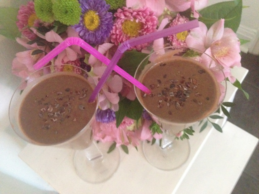 Antioxidantrik dubbelt chokladig smoothie för densugna