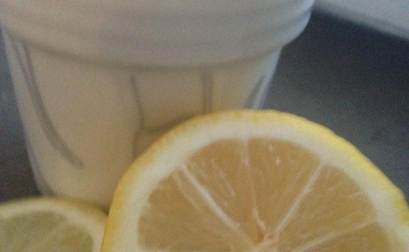 Ett gäng anledningar att dricka varmtcitronvatten