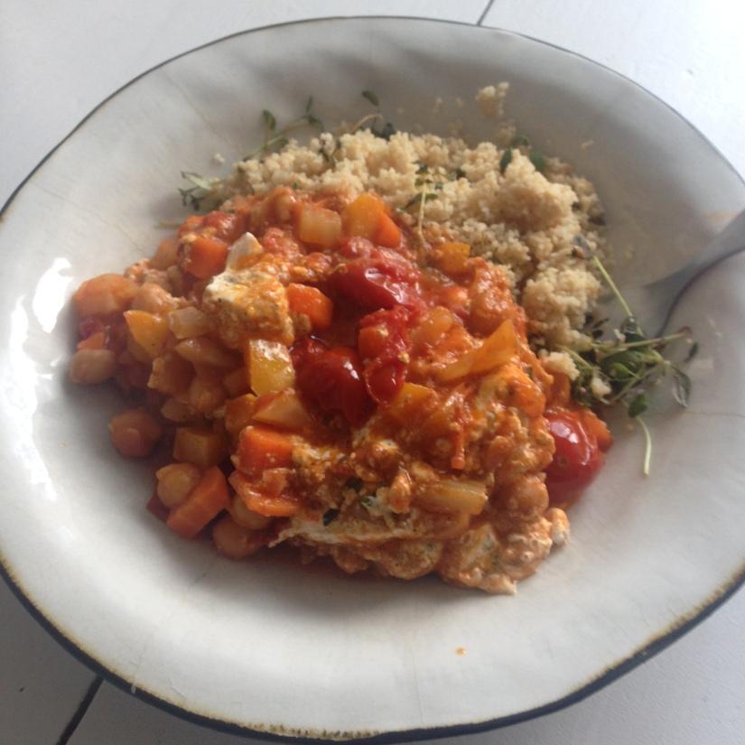 Grönsaksgryta med kikärtor ochyoghurtbollar