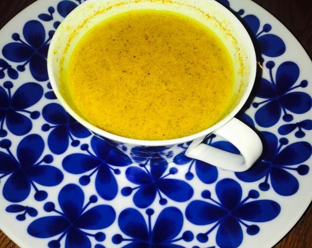 Drick antiinflammatorisk guldmjölk för god nattsömn och mycketannat!